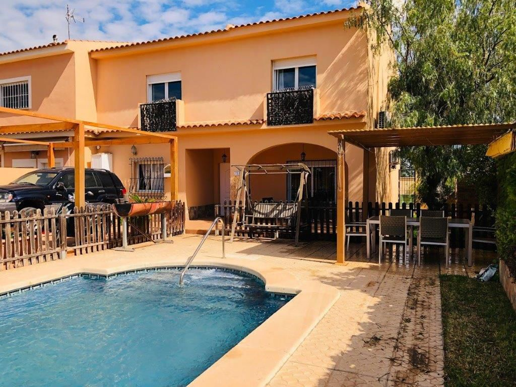 4 Bedrooms Villa with Private Pool For Sale in Los Balcones – Torrevieja